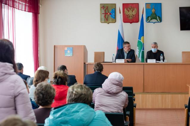 Фото Рахим Азимов провел встречу с жителями Опаринского района