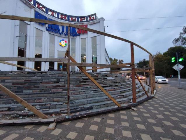 Фото В Кирове отремонтируют лестницу у центра досуга «Практикум»