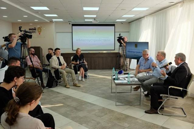 Фото Игорь Васильев обсудил с общественниками вопросы благоустройства территорий