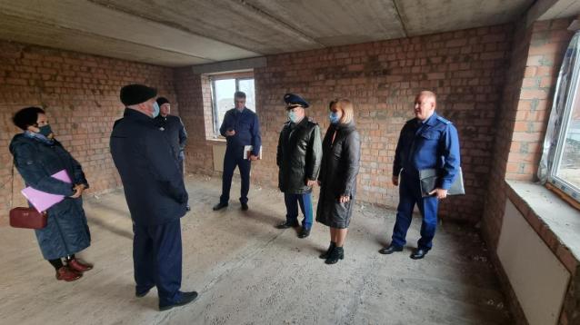 Фото В Сыктывкаре проблемный дом на Стахановской достроят за счет финансирования Фонда защиты прав дольщиков