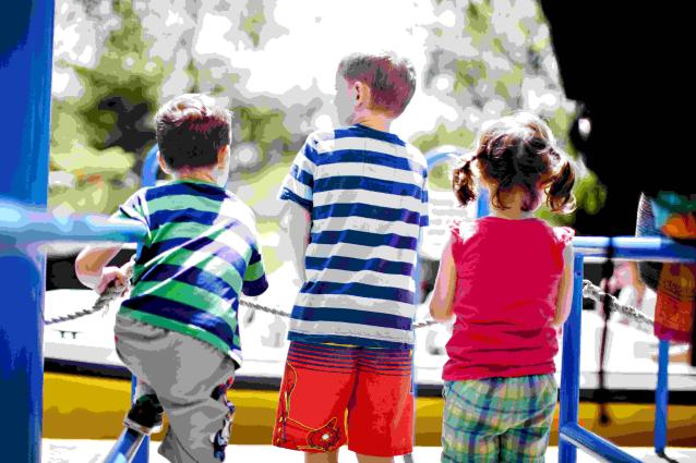 Фото В Коми активисты ОНФ выявили 44 нарушения на детских площадках
