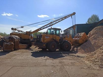Фото В Кировской области по вине водителя погрузчика рабочего пилорамы раздавило бетонной плитой