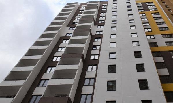 Фото В Кирове на ул. Архитектора Зянкина введут в эксплуатацию 131 квартиру для детей-сирот