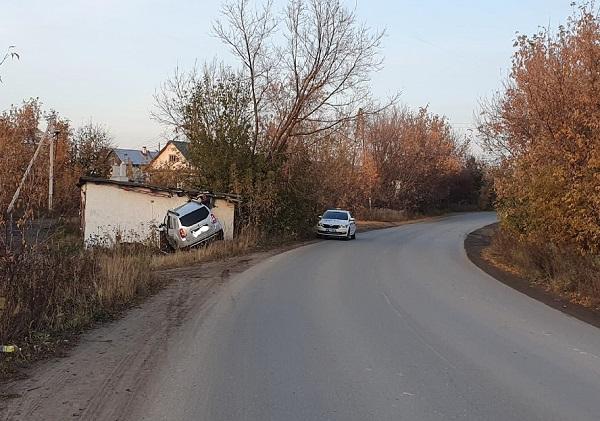Фото В Слободском пьяный водитель въехал в гараж