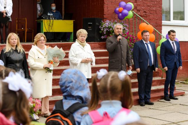 Фото Рахим Азимов поздравил учащихся и педагогов школы №9 с Днем знаний