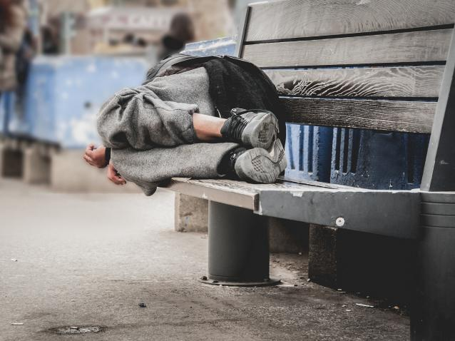 Фото Мэр Воркуты помог мужчине, который обитает на остановке