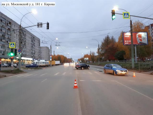 Фото В Кирове в аварии на Московской пострадали два водителя и 16-летняя девушка-пассажир