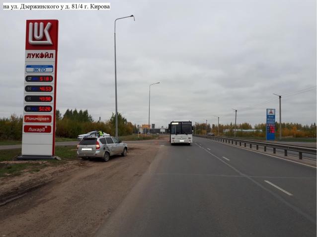 Фото В Кирове «Приора» столкнулась с пассажирским автобусом
