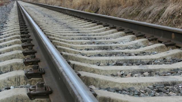 Фото В Сыктывкаре на железной дороге машина врезалась в поезд