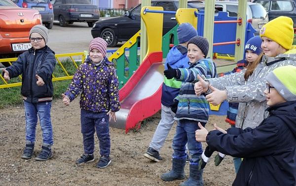 Фото В Кирове на ул. Ульяновской обновили детскую площадку
