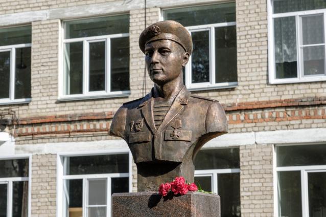 Фото В Кирово-Чепецке появился памятник герою Алексею Некрасову