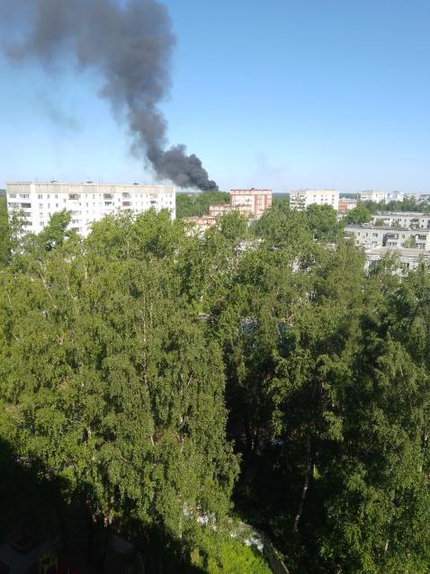 Фото В Сыктывкаре горели автопокрышки: черный дым напугал местных жителей
