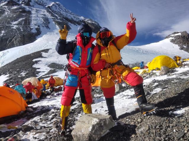Фото Сыктывкарец Георгий Шулепов взошёл на Эверест и установил там флаг Республики Коми