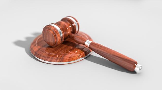 Фото В Коми 53-летнюю женщину осудили на 2 года за удар ножом собутыльнице