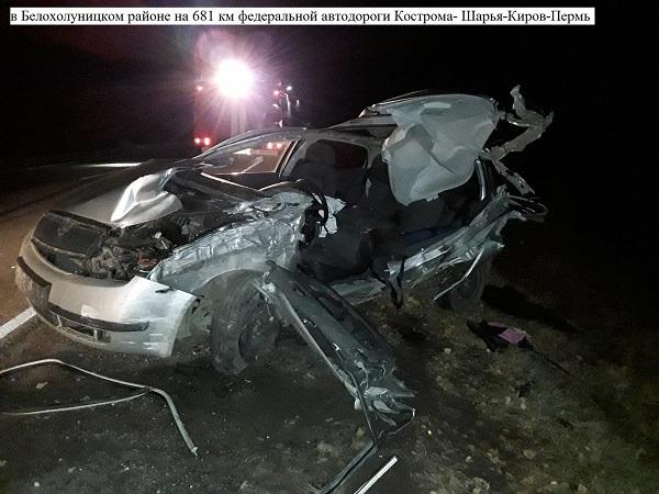 Фото В Белохолуницком районе 25-летняя женщина на «Шкоде» погибла в ДТП