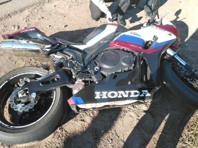 Фото В Кировской области не справившийся с управлением мотоциклист погиб под колесами автомобиля