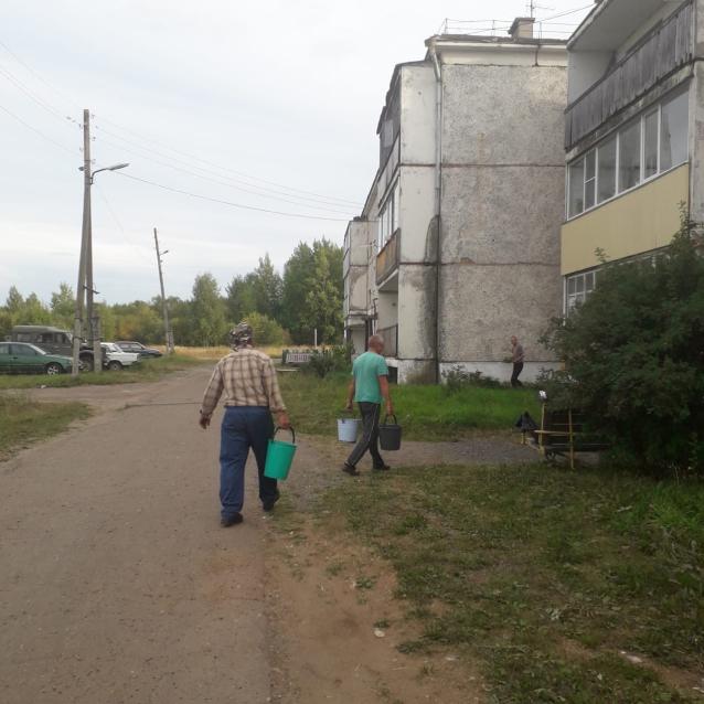 Фото В Котельничском районе жители двух домов три недели обходятся без воды