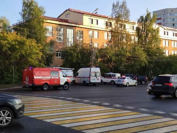 Фото В Сыктывкаре вуз и его общежитие были оцеплены оперативными службами