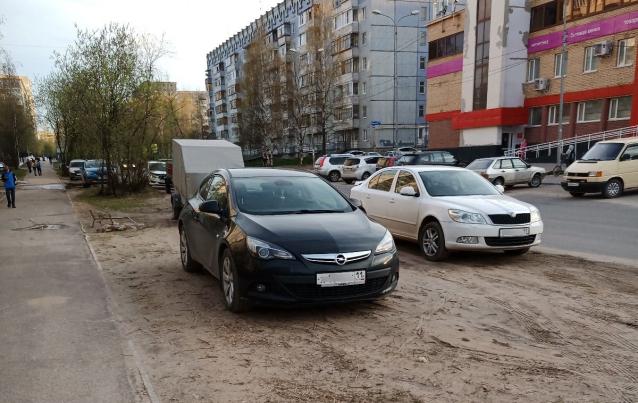 Фото Сыктывкарские активисты хотят победить неправильные парковки с помощью публикаций фотографий