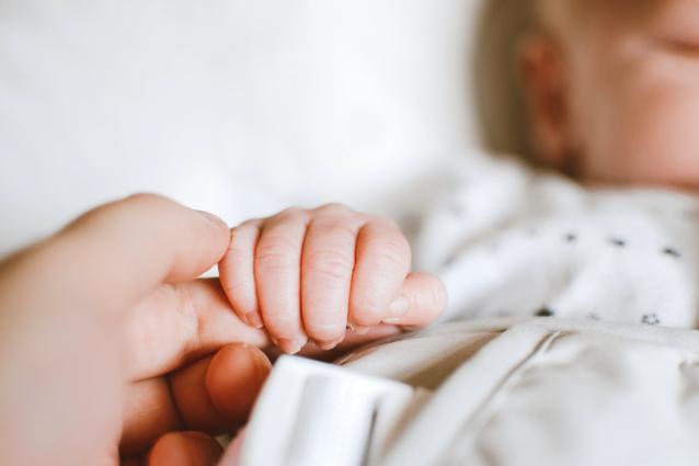 Фото В Сыктывкаре младенец заболел коронавирусом и попал в реанимацию