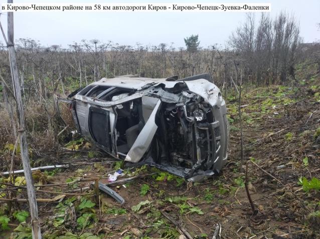 Фото В Кировской области «Ниссан» вылетел в кювет и перевернулся