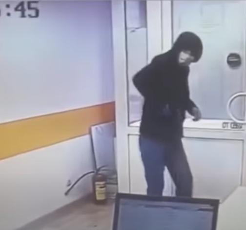 Фото В Коми осудили мужчину, ограбившего офисы микрозаймов на 38 тысяч рублей