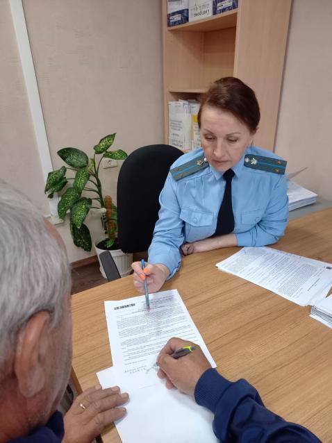 Фото В Коми мужчина погасил задолженность по алиментам из-за ареста автомобиля