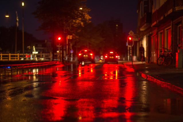 Фото В Сыктывкаре пьяный бесправник вылетел на тротуар, протаранил ограждения и снес дорожные знаки