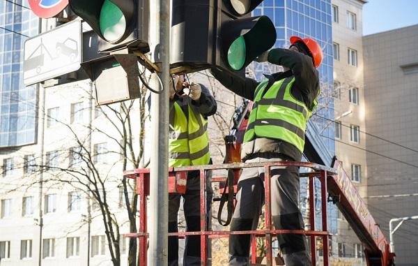 Фото В Кирове на семи светофорах появится электронный регулировщик