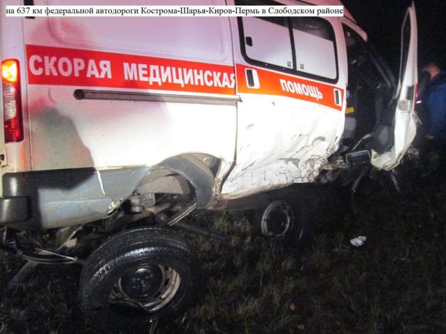 Фото В Слободском районе «скорая» опрокинулась после столкновения с иномаркой