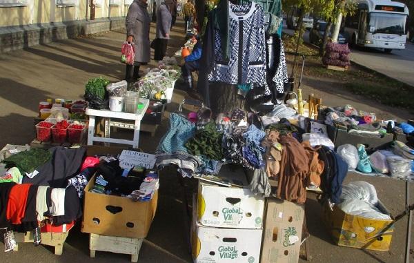 Фото В Кирове на Октябрьском проспекте выявили незаконную торговую точку