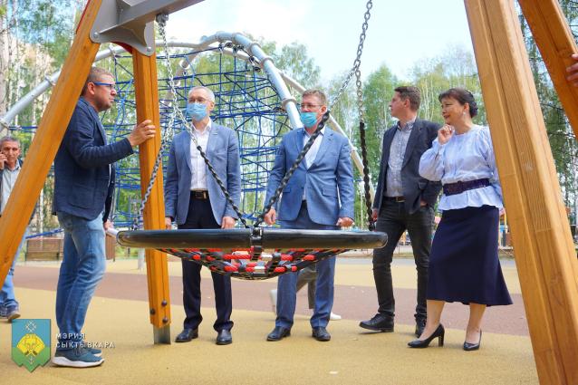 Фото В Сыктывкаре в парке «Строитель» открыли игровую площадку для детей от 7 лет