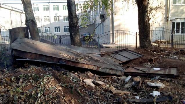 Фото В Кирове у школы № 42 снесли самовольные постройки